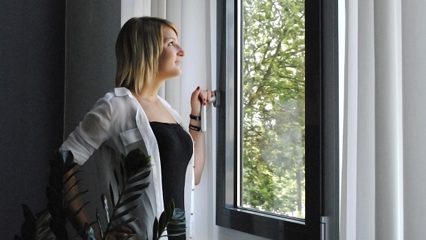 Fensterlüftung reicht in wärmegedämmten Häusern nicht mehr aus. Eine Klimaanlage wird dann notwendig, um den stetigen Luftaustausch zu gewährleisten.